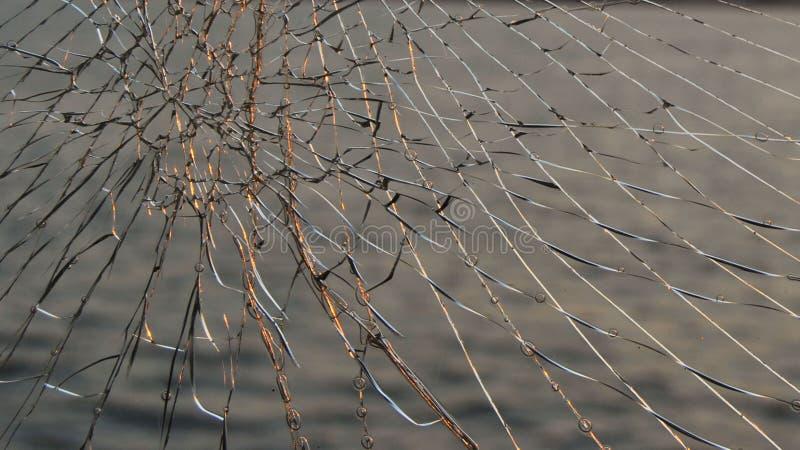 Coucher du soleil en rivière jeter le verre cassé photographie stock libre de droits