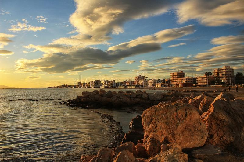Coucher du soleil en Santa Pola image libre de droits