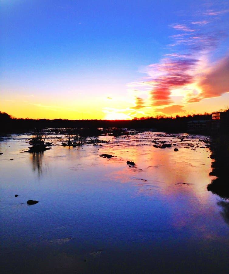 Coucher du soleil en Virginia James River photo stock