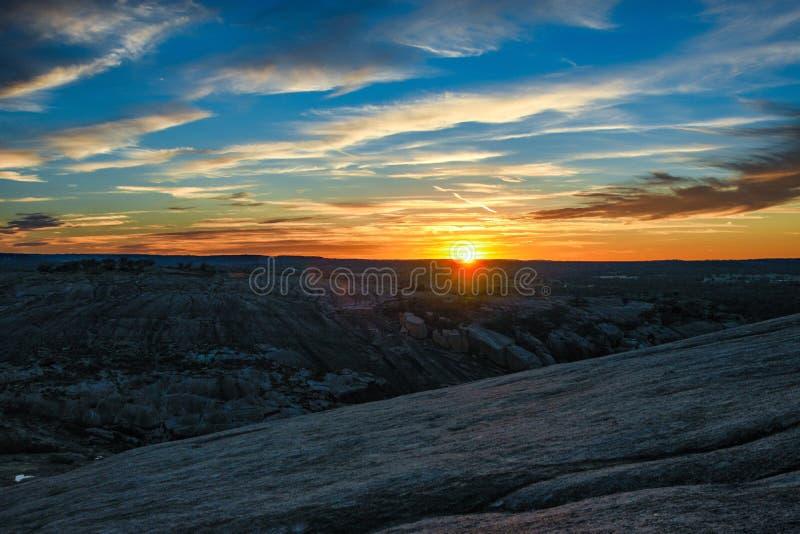 Coucher du soleil enchanté de roche photo stock