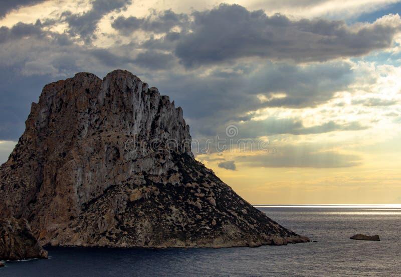 Coucher du soleil es Vedrà Île, Ibiza photographie stock