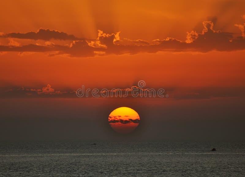 Coucher du soleil et mer photos libres de droits