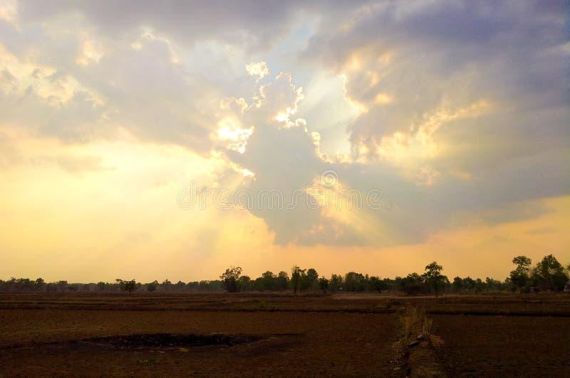 Download Coucher du soleil et nuage photo stock. Image du féroce - 45365154
