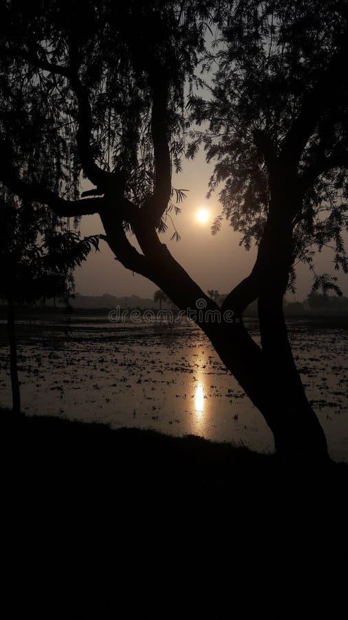Coucher du soleil et obscurité photo stock