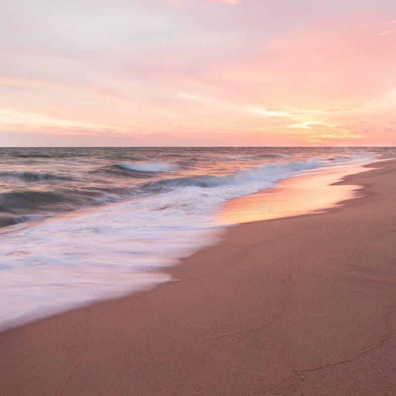 Coucher du soleil et plage image libre de droits