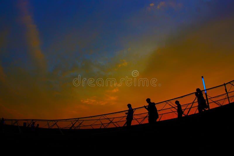 Coucher du soleil et silhouette image stock