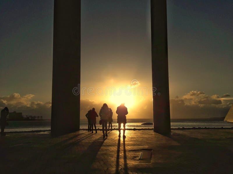 Coucher du soleil et Silhuet image libre de droits