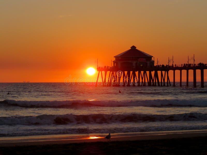 Coucher du soleil et vue de la Californie de pilier photographie stock libre de droits