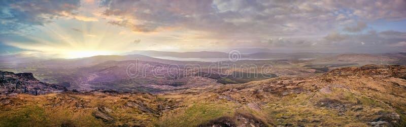 Coucher du soleil flou panoramique dans un comté Kerry photographie stock libre de droits