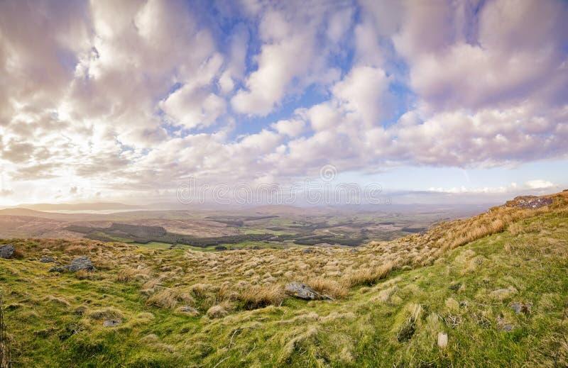 Coucher du soleil flou panoramique dans un comté Kerry photo libre de droits