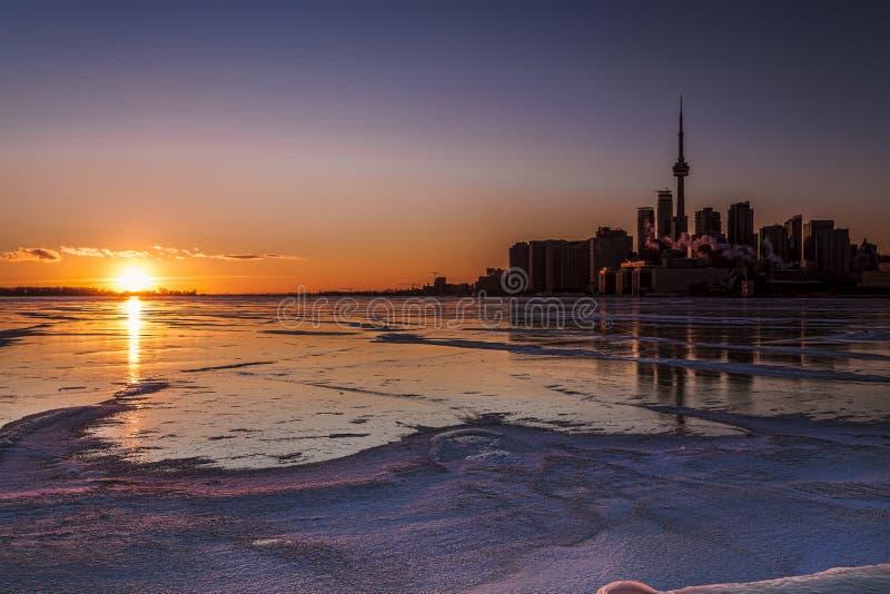 Coucher du soleil foncé de Toronto photos libres de droits