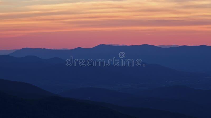 Coucher du soleil fumeux de montagnes en stationnement national de Shenandoah image libre de droits
