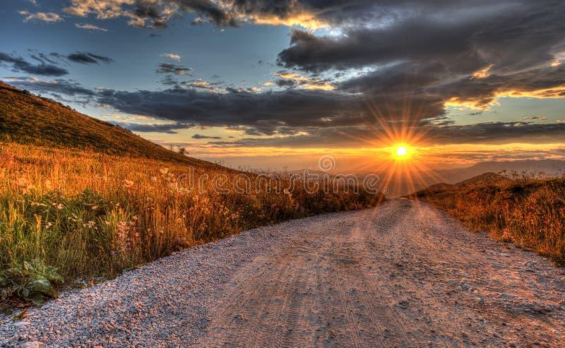 Coucher du soleil glorieux sur le mt. nanos en Slovénie l'Europe photographie stock