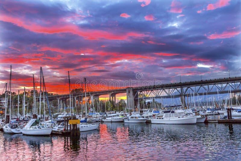 Coucher du soleil Granville Island Burrard Street Bridge Vancouver les Anglais photographie stock libre de droits