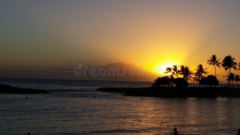 Coucher du soleil hawaïen tropical photographie stock
