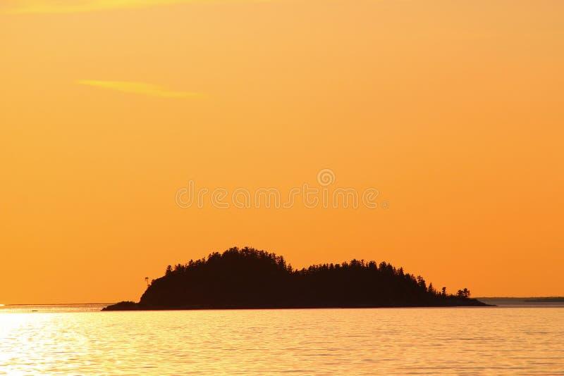 Coucher du soleil idyllique chez le lac Supérieur/la baie/Canada d'Agawa photos libres de droits