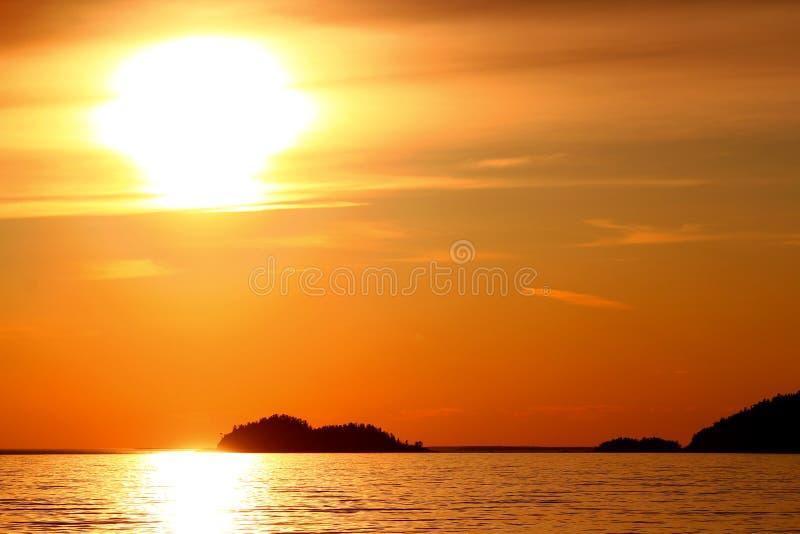 Coucher du soleil idyllique chez le lac Supérieur/la baie/Canada d'Agawa images libres de droits