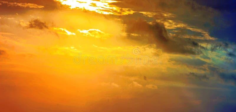 Coucher du soleil léger d'axe à la plage images stock