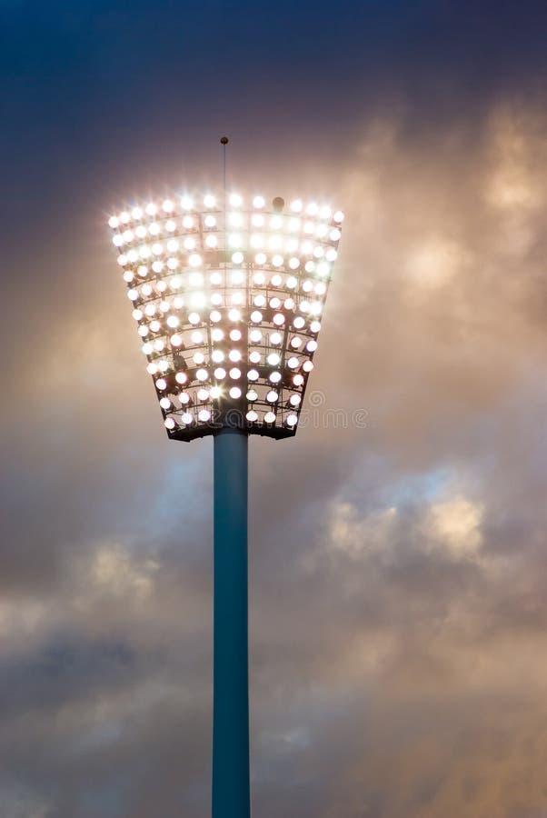 coucher du soleil léger de stade de sport de pylône images libres de droits