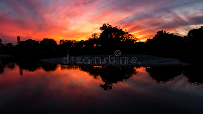 Coucher du soleil, lac aux hamacs en Kendall, la Floride image libre de droits