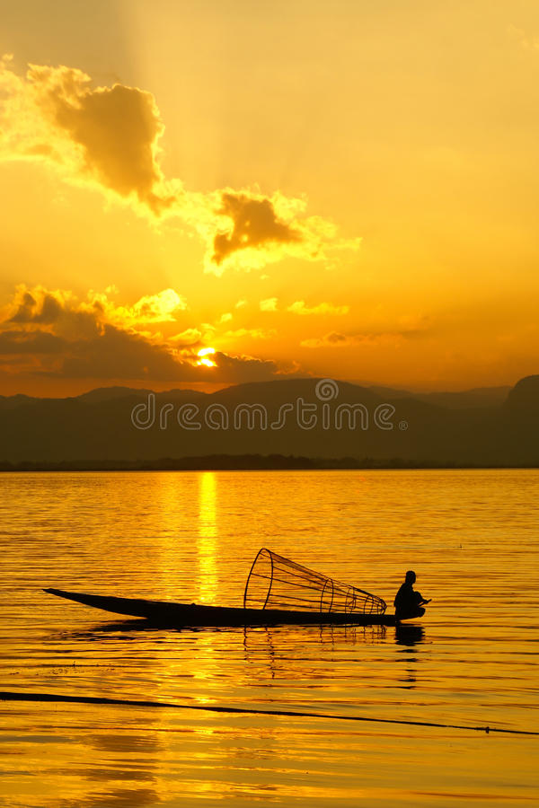 Coucher du soleil, lac Inle, Myanmar images stock