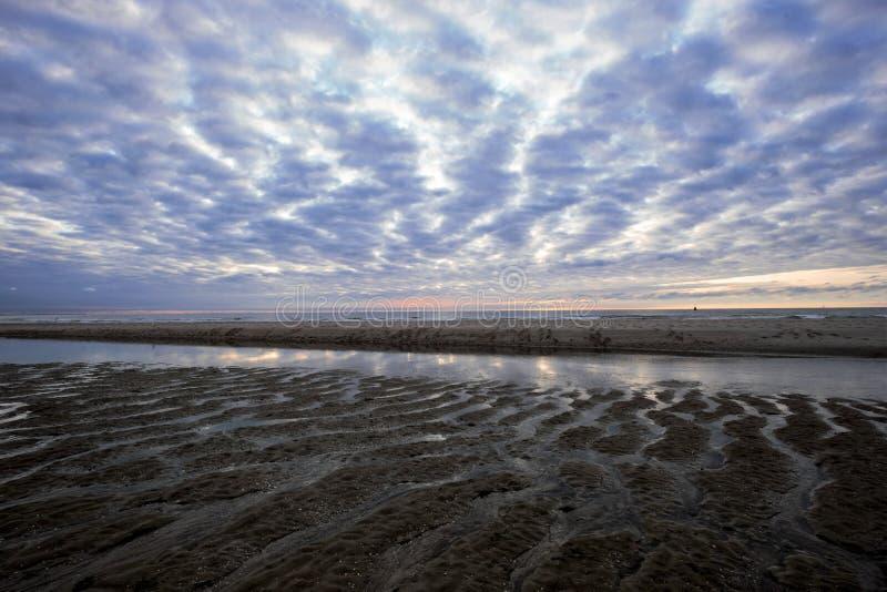 Coucher du soleil le long de la côte image libre de droits