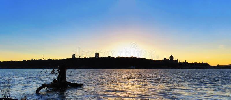Coucher du soleil lumineux/paysage foncé de Québec photographie stock