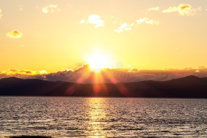 Coucher du soleil lumineux plus de images libres de droits