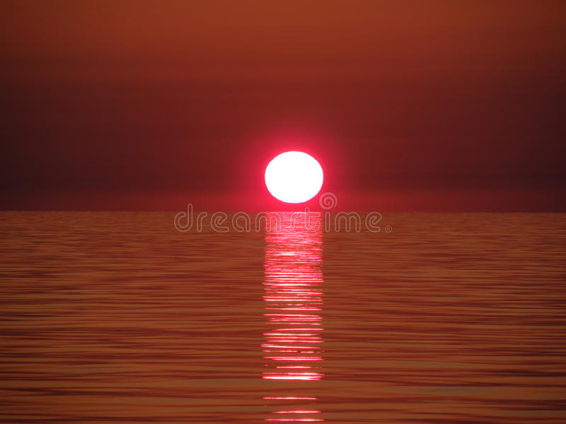Coucher du soleil magnifique en Mer Noire image stock