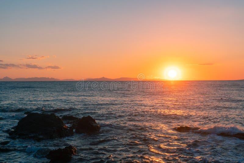 Coucher du soleil marin fascinant image stock