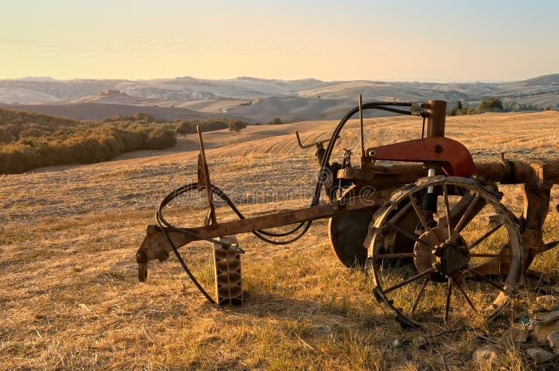 Coucher du soleil merveilleux dans la campagne toscane images libres de droits