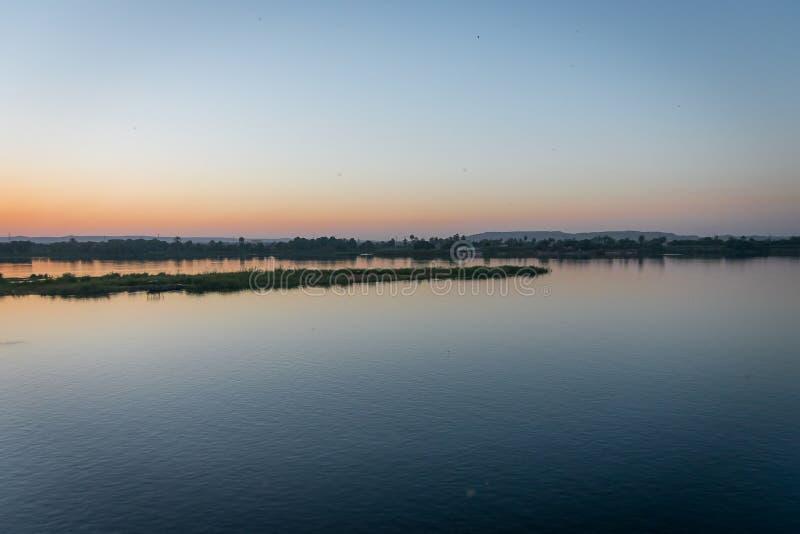 Coucher du soleil du Nil, dans Edfu ?gypte photographie stock libre de droits