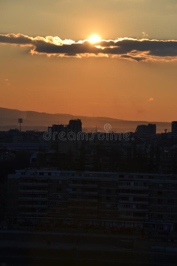 Coucher du soleil ? Novi Sad, Serbie photo libre de droits