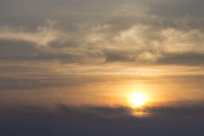 Coucher du soleil nuages de lever de soleil et ciel image stock image du lumineux nuage - Meteo lever et coucher du soleil ...