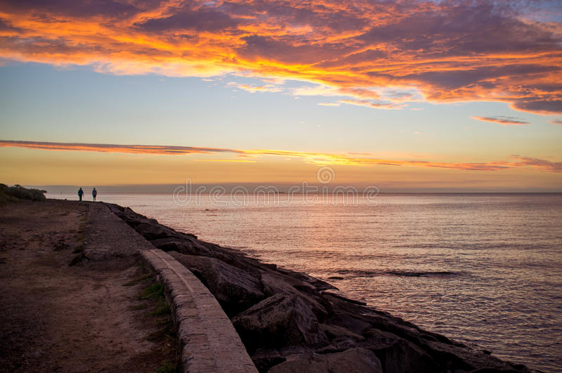 Coucher du soleil orange au-dessus de péninsule de Mornington, Australie images libres de droits