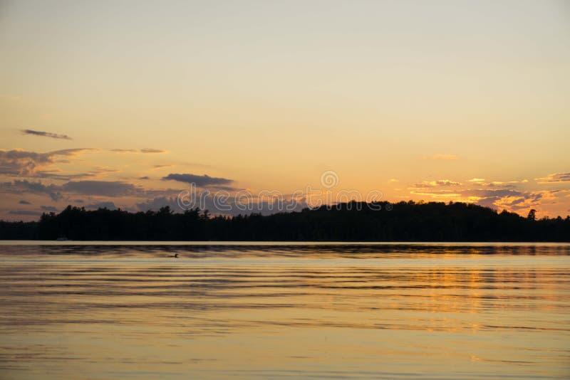 Coucher du soleil orange de ciel photographie stock libre de droits
