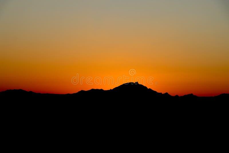 Coucher du soleil orange de désert en Arizona images stock
