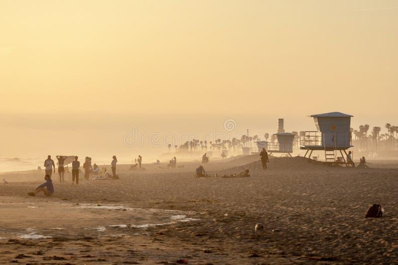 Coucher du soleil orange flou de plage images stock