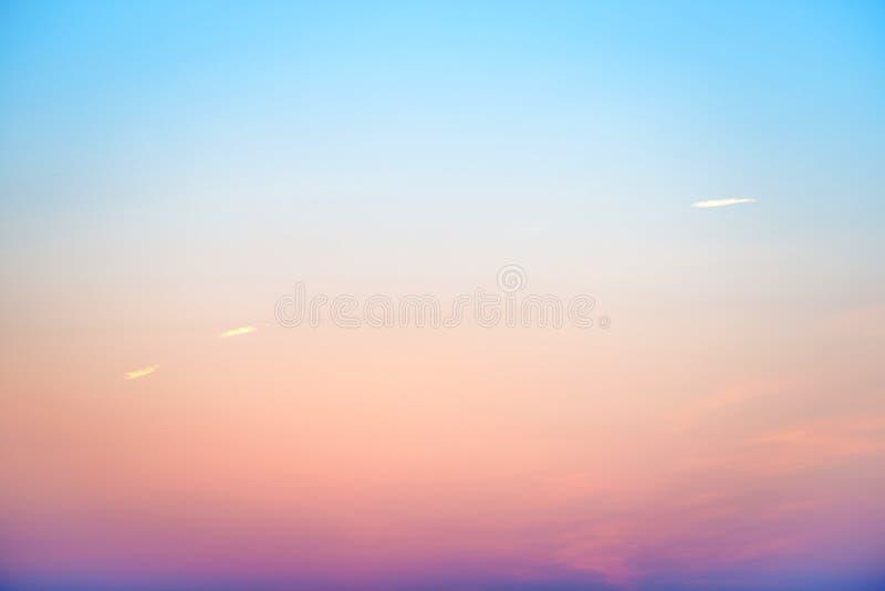 Coucher du soleil ou ciel coloré de lever de soleil images libres de droits