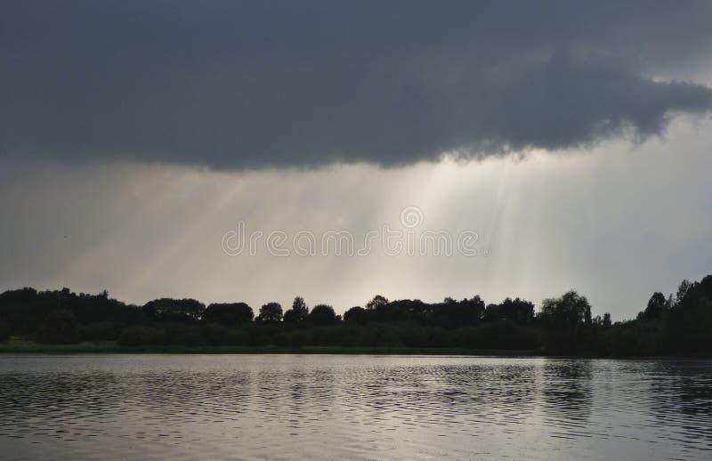 Coucher du soleil ou paysage de lever de soleil, panorama de belle nature  image libre de droits
