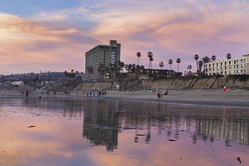Coucher du soleil Pacifique San Diego California Coast de marée basse de plage photo stock