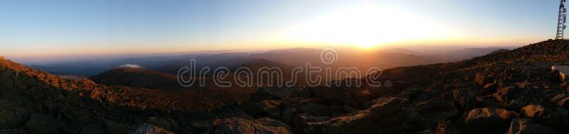 Coucher du soleil panoramique de montagne photos libres de droits