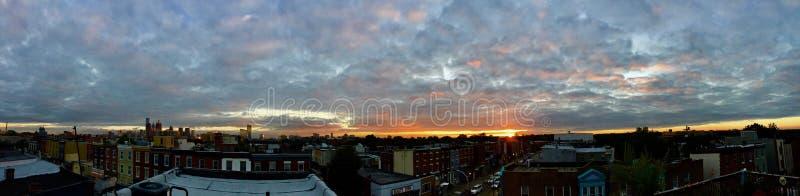 Coucher du soleil panoramique Philadelphie de dessus de toit image stock