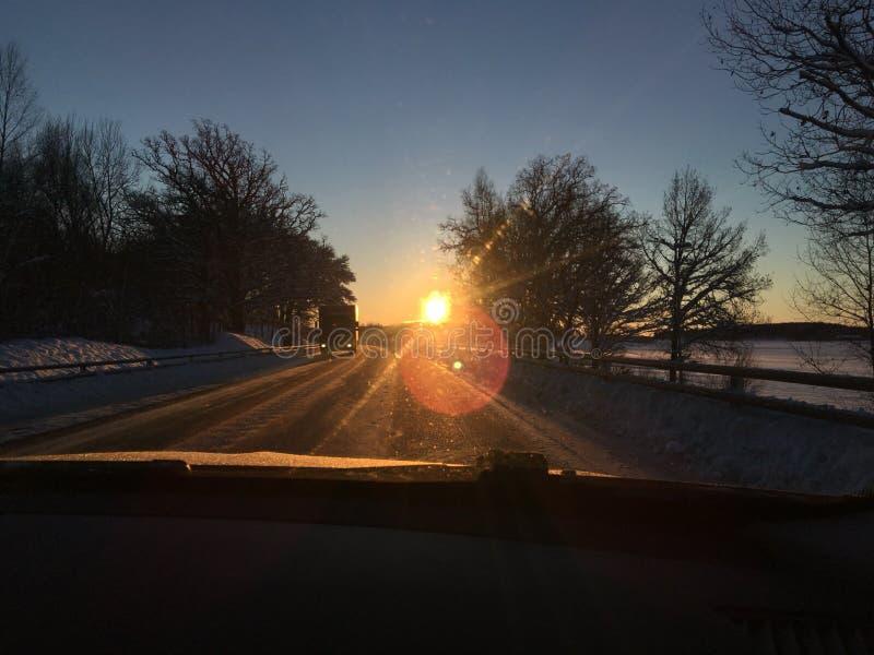 Coucher du soleil pendant l'hiver Suède images stock