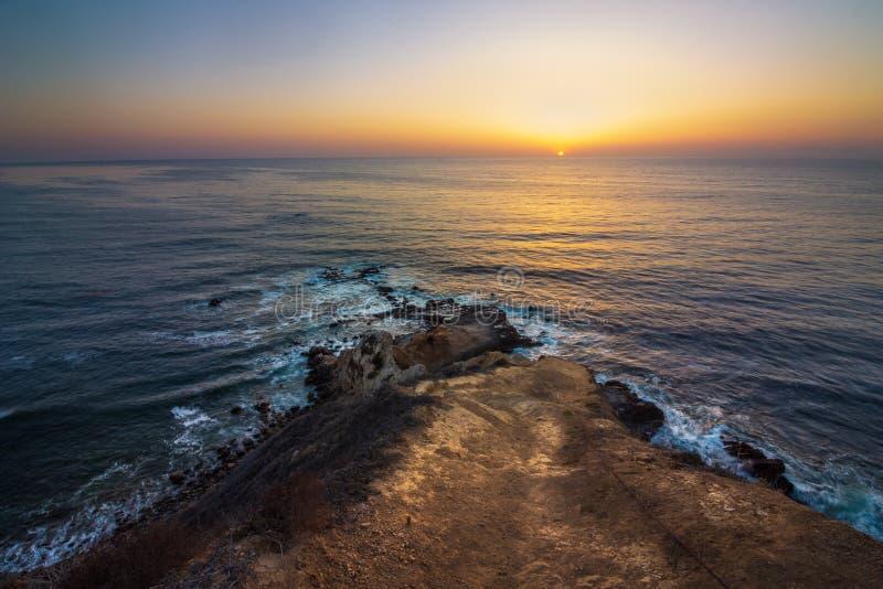 Coucher du soleil plat de point de roche photographie stock libre de droits
