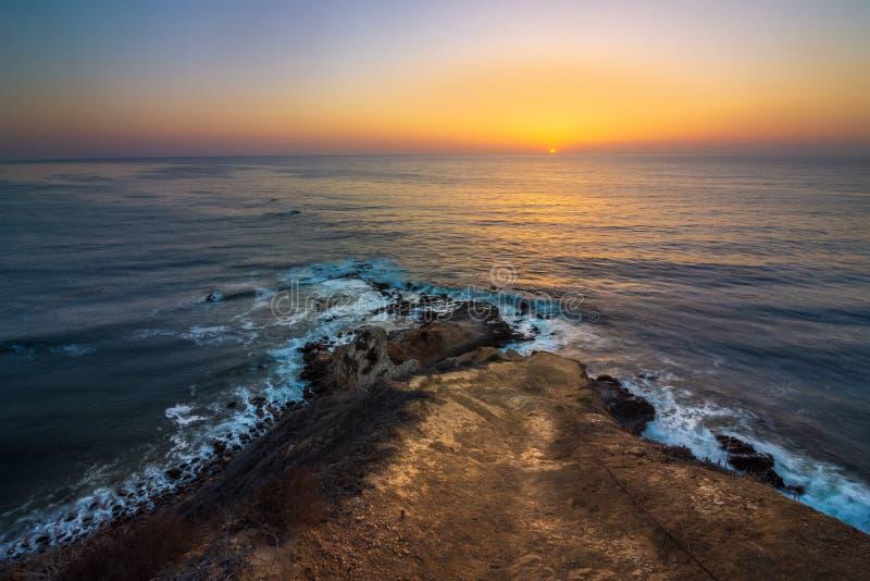 Coucher du soleil plat de point de roche photographie stock