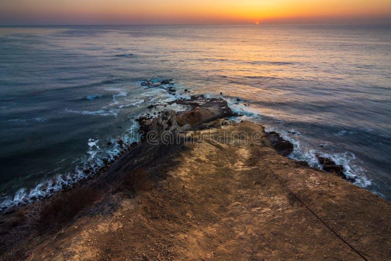 Coucher du soleil plat de point de roche image libre de droits