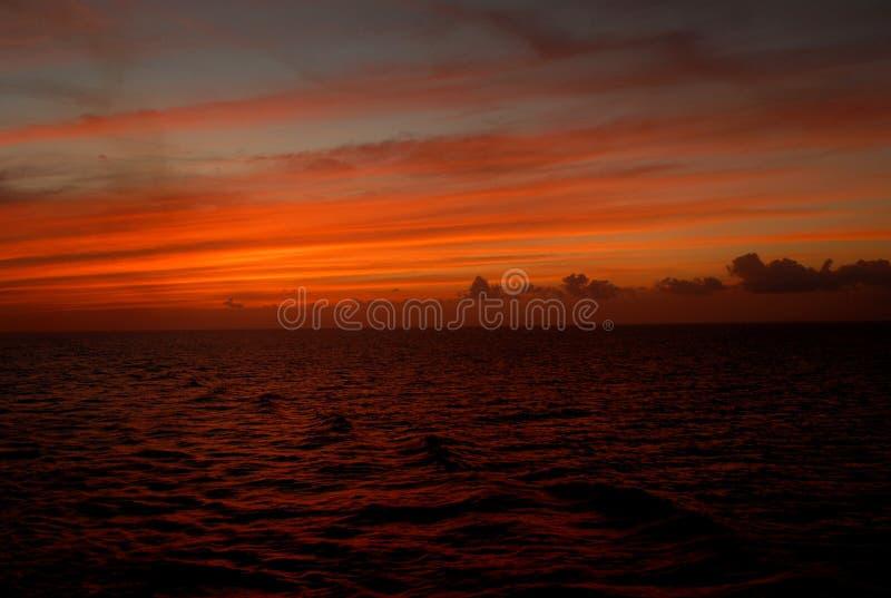 Coucher du soleil près de Cozumel photos stock