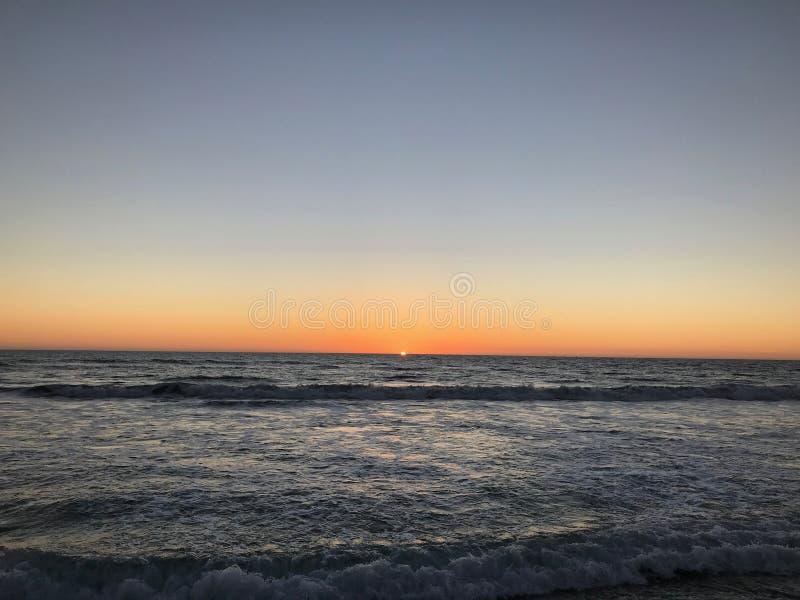 Coucher du soleil rêve au-dessus d'océan pacifique - la Californie photo libre de droits
