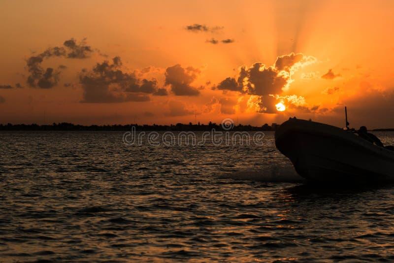 Coucher du soleil Ria Lagartos images libres de droits